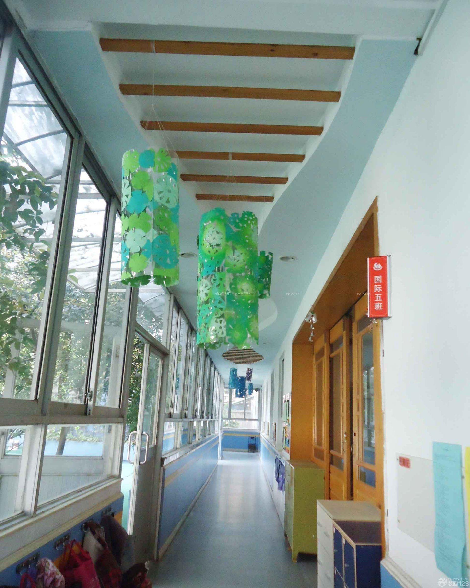 现代幼儿园走廊吊顶装饰图片