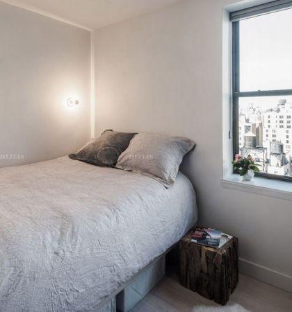 简单公寓卧室床的摆放装修效果图