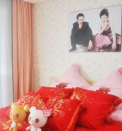 70平米二居室婚房主卧室装修设计效果图片