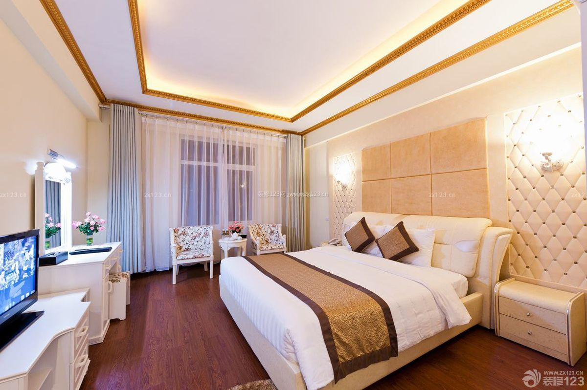 温馨宾馆深棕色木地板装修效果图片