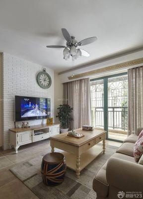 60平方兩室一廳客廳裝修效果圖 吊扇燈