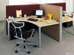 簡單現代辦公室隔斷式辦公桌效果圖