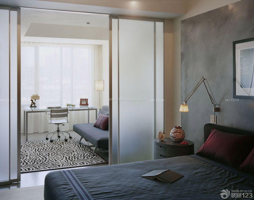 现代简约风格卧室阳台隔断门装修图