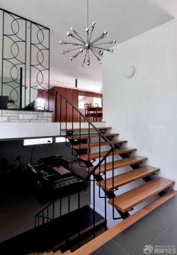loft跃层木楼梯装修效果图片