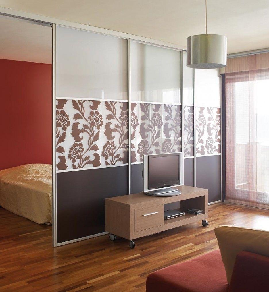 卧室与客厅玻璃隔断装修设计效果图片
