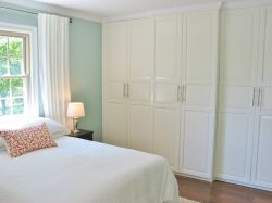 現代簡約風格臥室衣柜白色門裝修效果圖片
