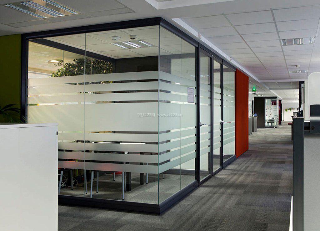 最新办公室玻璃隔断设计效果图欣赏_装修123效果图