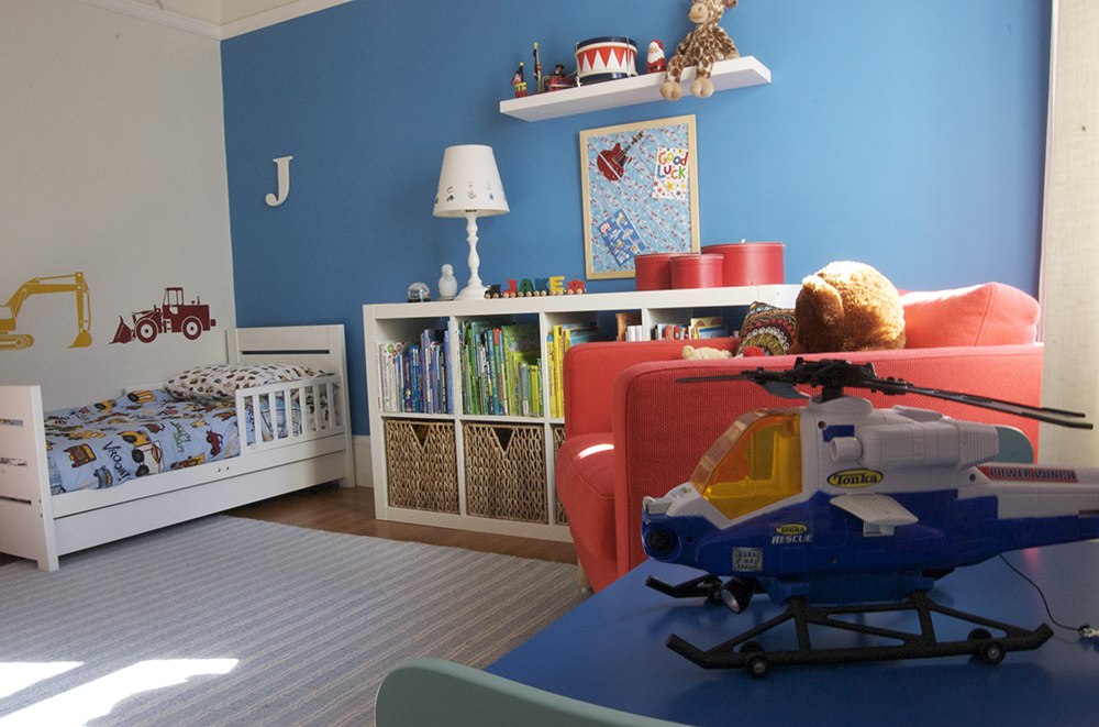 简欧风格小男孩儿童房蓝色墙面装修效果图片