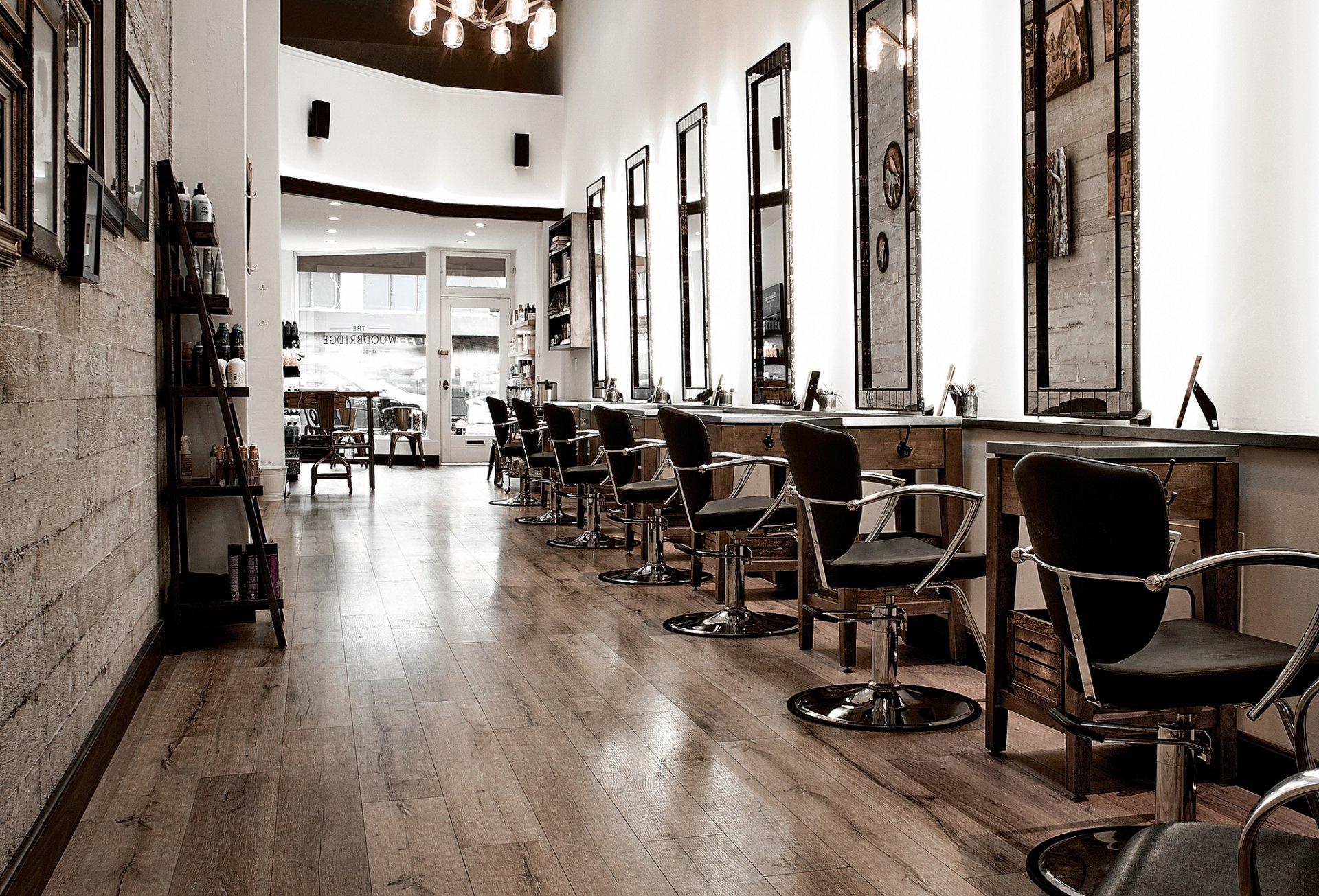 小型理发店室内壁纸装修效果图片