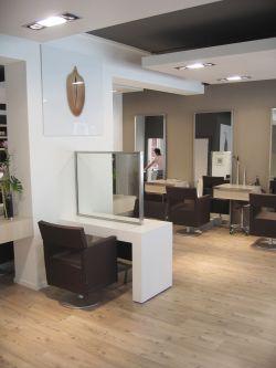 小型理发店浅色木地板装修效果图片大全