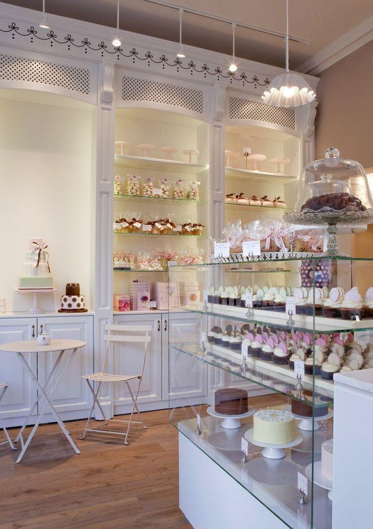 小蛋糕店室内柜子装修效果图欣赏