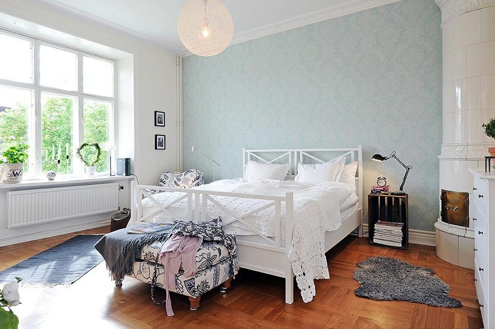 简约美式卧室床头背景墙装修效果图片
