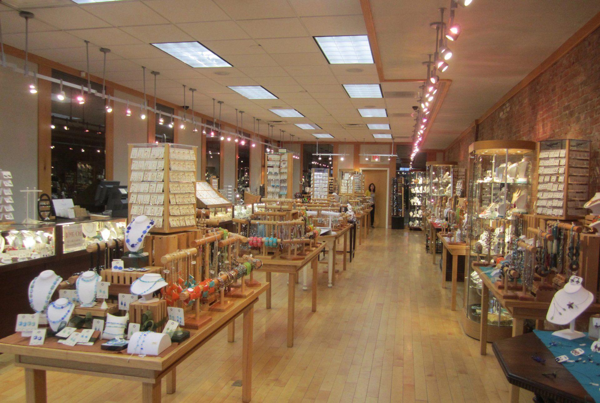 小饰品店原木地板装修效果图片