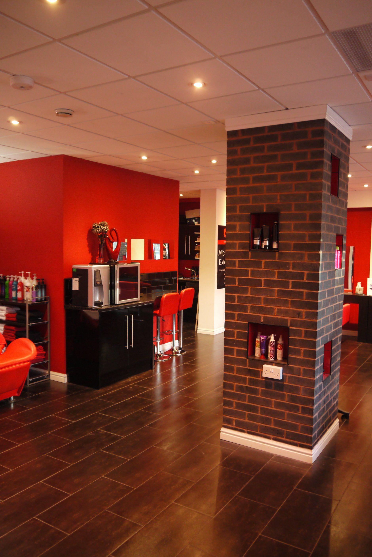 小理发店室内地砖装修效果图片