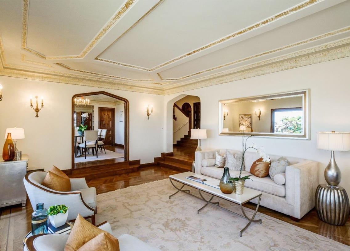 130平米客厅原木地板装修效果图片