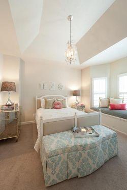 简约欧式风格家装带飘窗卧室吊顶装修效果图