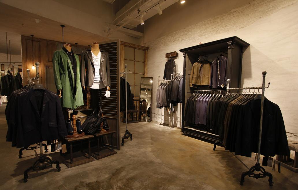 时尚服装店室内水泥地面装修效果图片