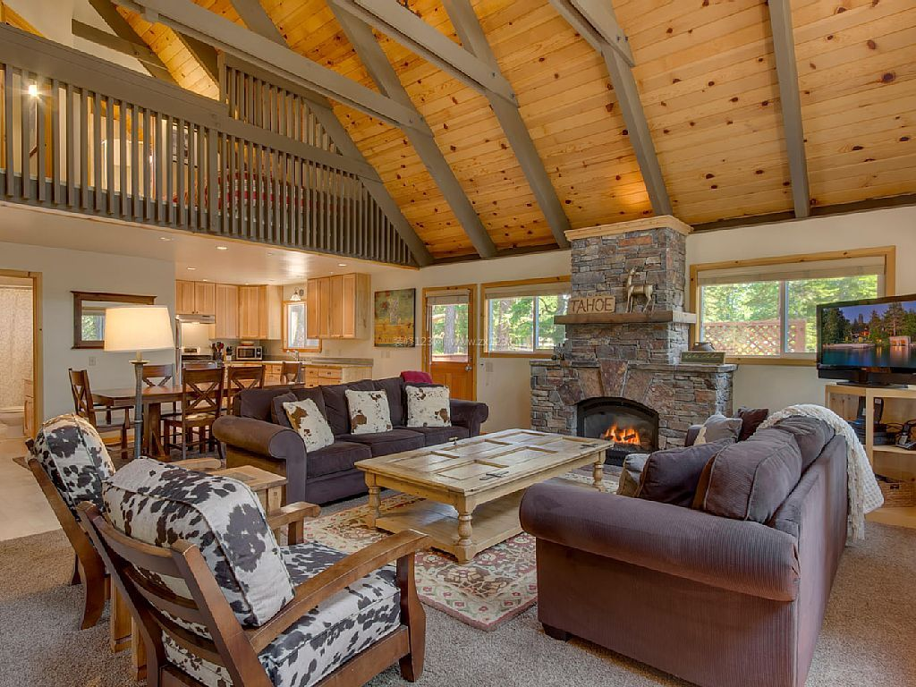 木屋别墅客厅斜顶吊顶装修效果图图片