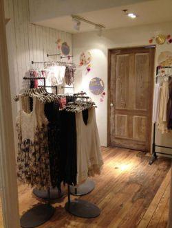 小型服装店装修效果图片