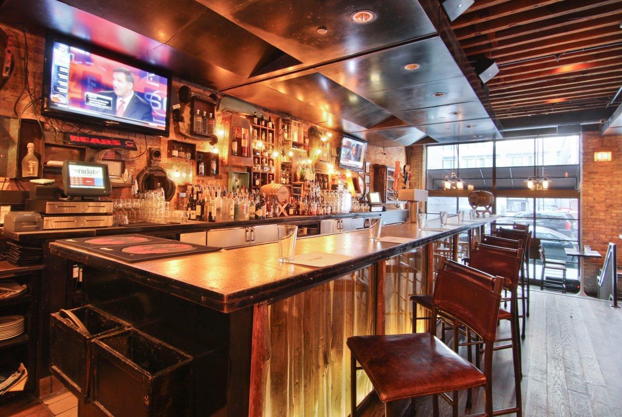 小型酒吧吧台设计实景图