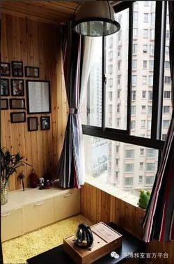現代風格客廳陽臺木質背景墻裝修效果圖