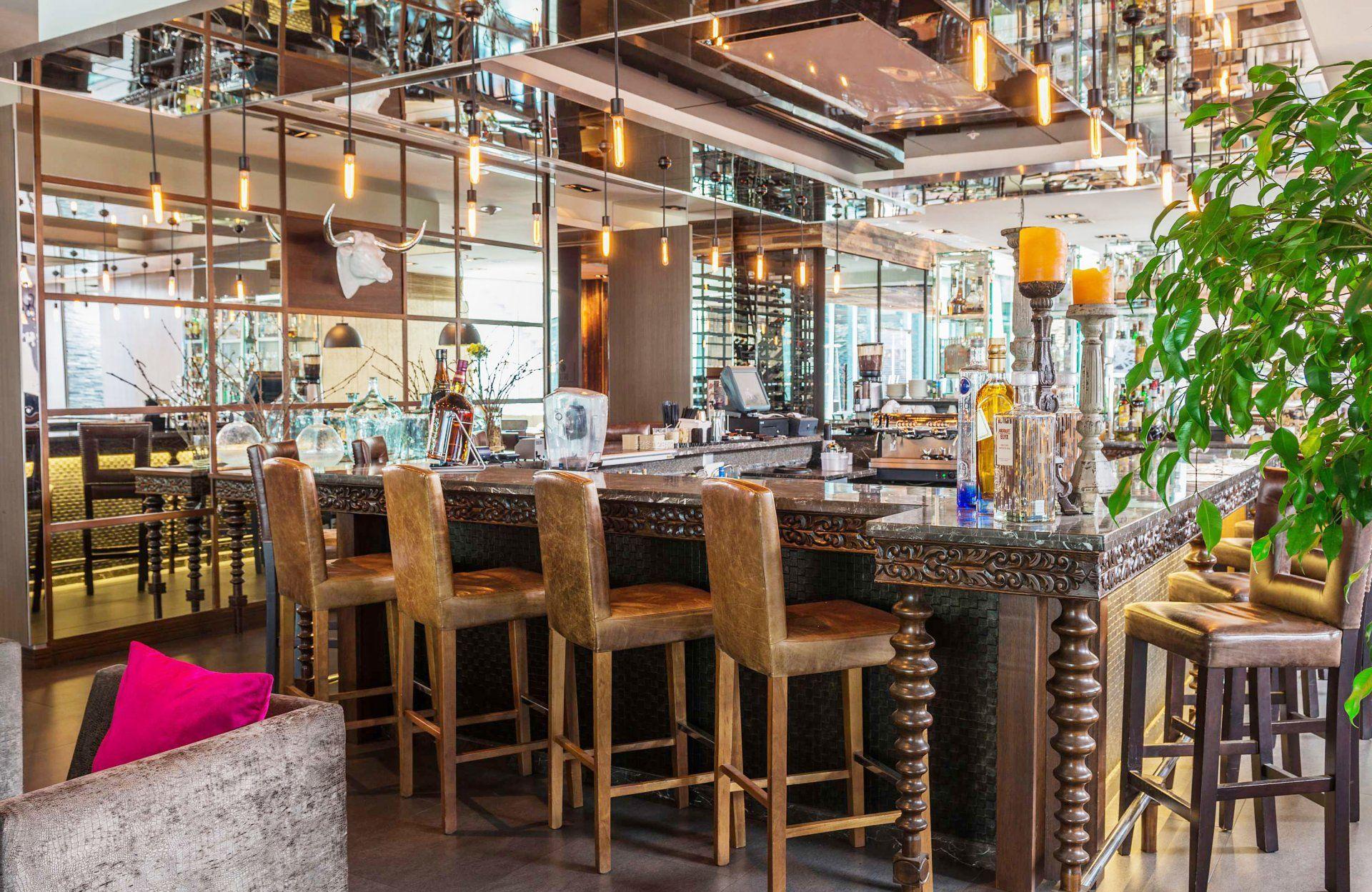复古酒吧吧台灯泡装修效果图片