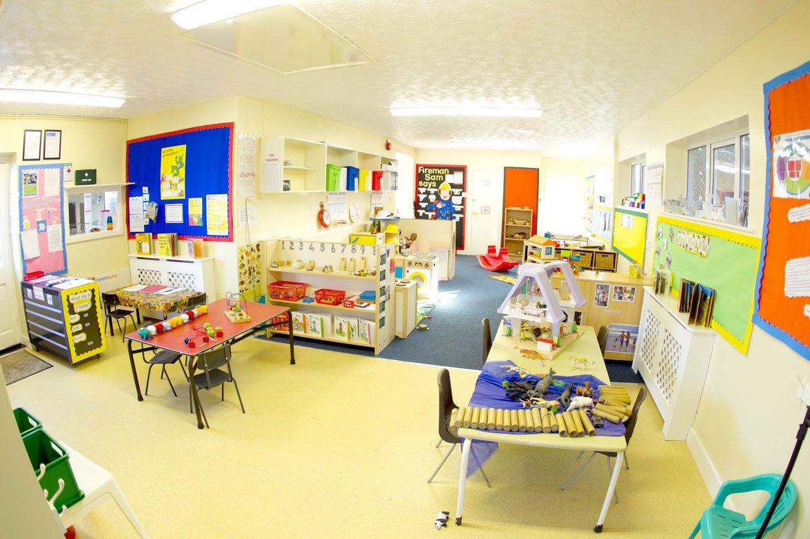 简单幼儿园室内墙面布置装修图片
