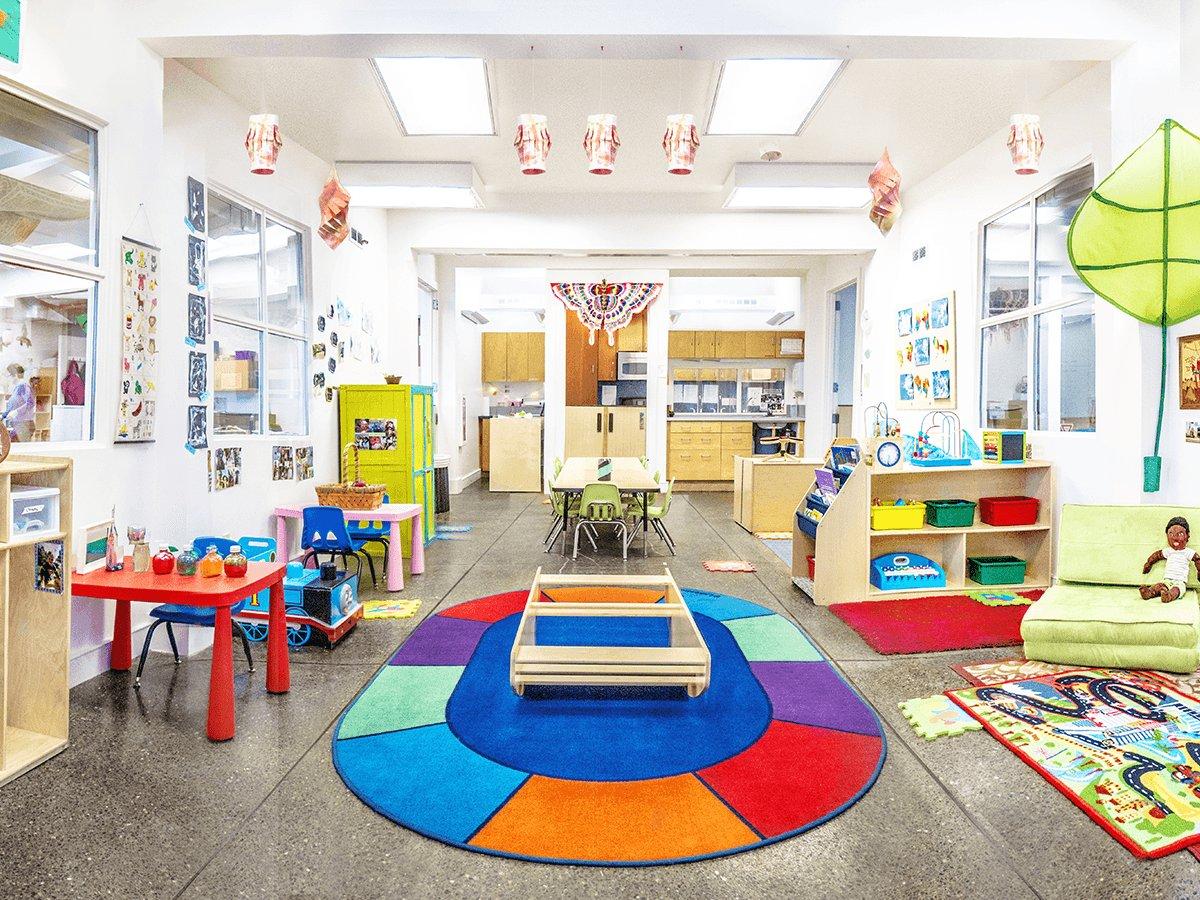 简单幼儿园墙面布置装修图片