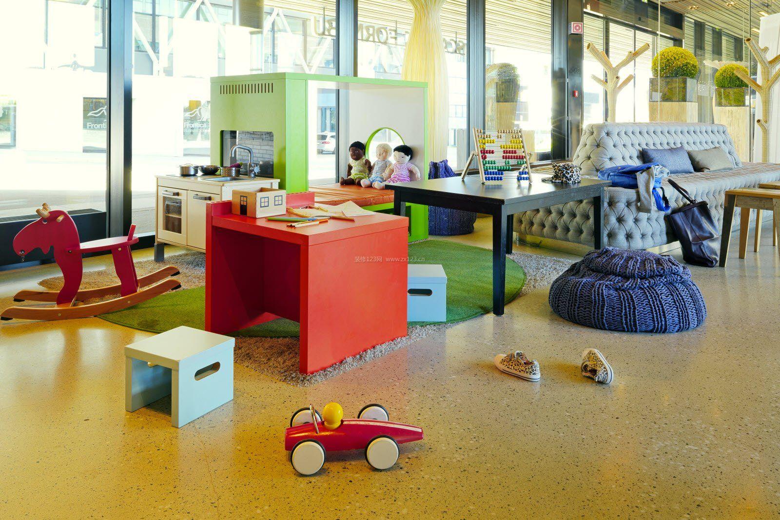 现代简约室内幼儿园中班环境布置