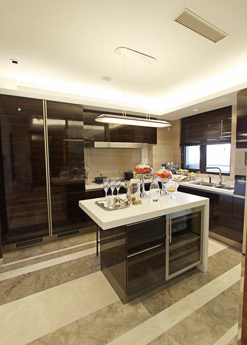 现代小户型装修开放式厨房隔断效果图