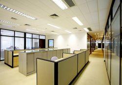現代辦公室風格辦公桌隔斷裝修效果圖