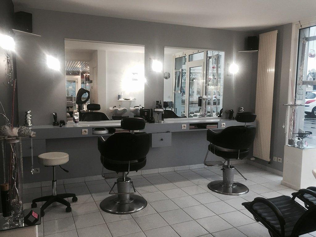 黑白风格小型美发店装修效果图片