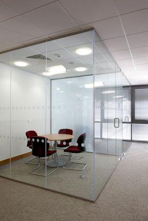 办公室玻璃墙效果图 玻璃办公室装修效果图