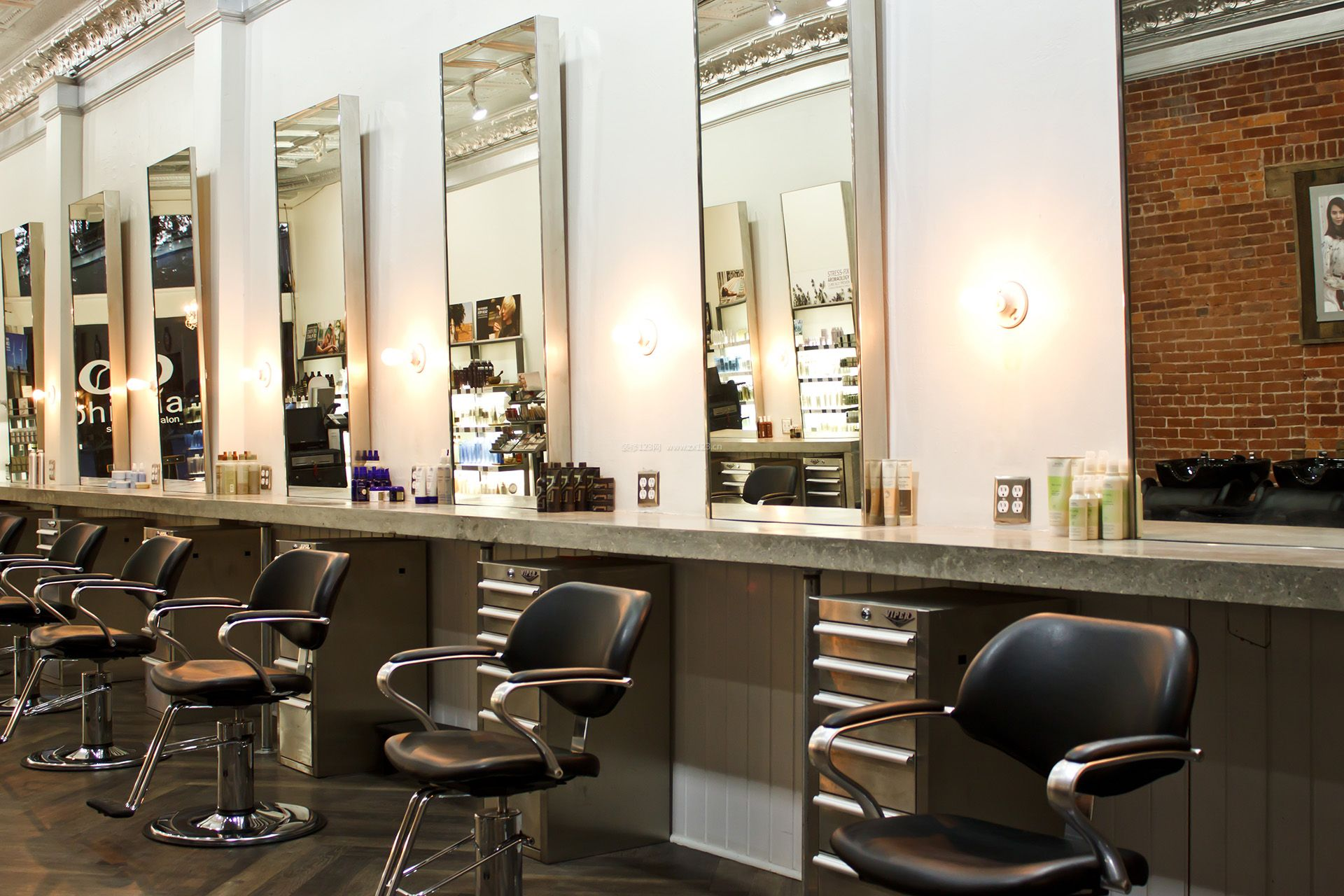 美发店门面室内镜子装修效果图片 (1920x1280)