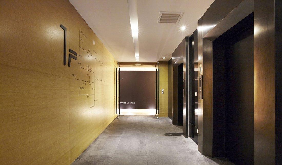 办公室走廊黄色墙面装修效果图片