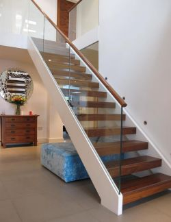 小户型乡村别墅客厅楼梯装修效果图片