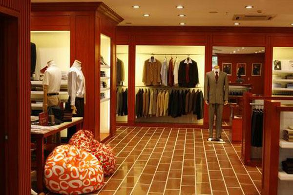 店铺的牌匾大小和设计风格要与门店的室内风格一致.