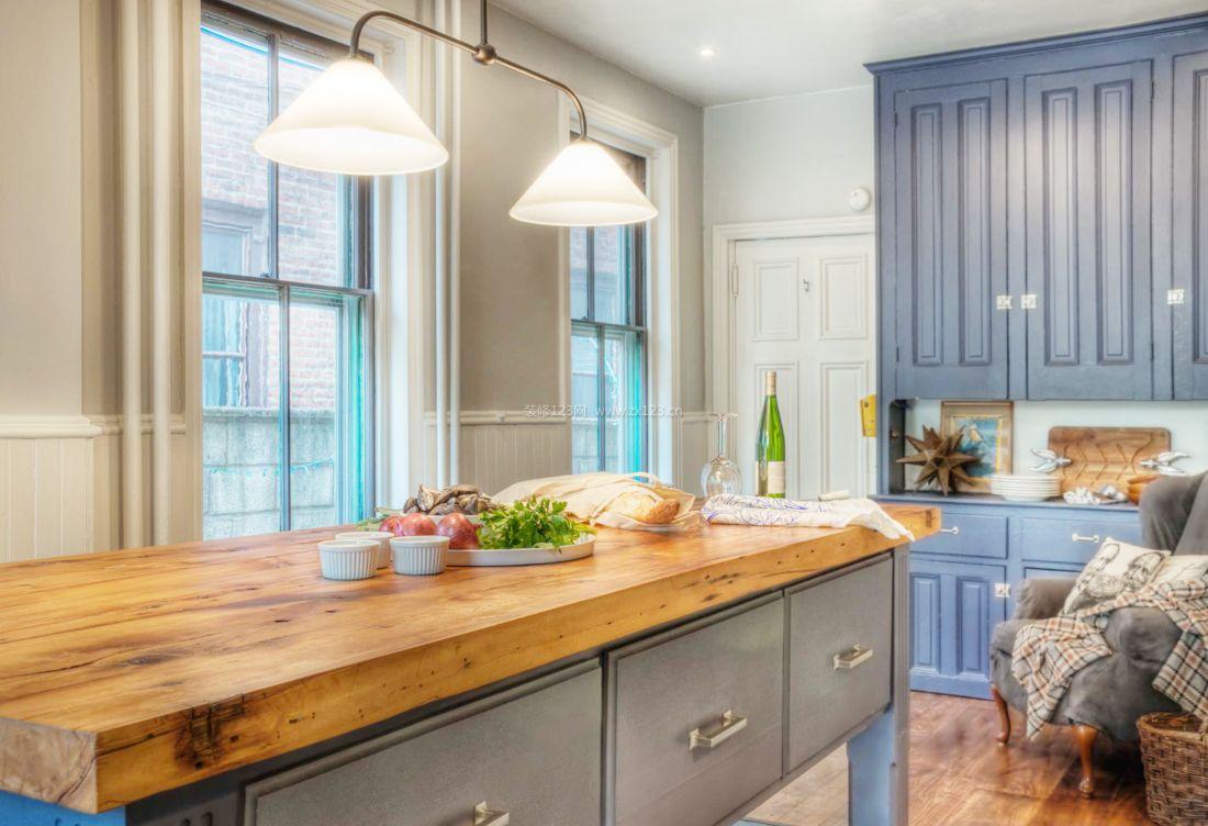 2017美式简约家装厨房吊灯装修效果图片