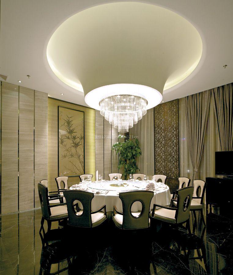 新中式别墅餐厅圆餐桌装修效果图片