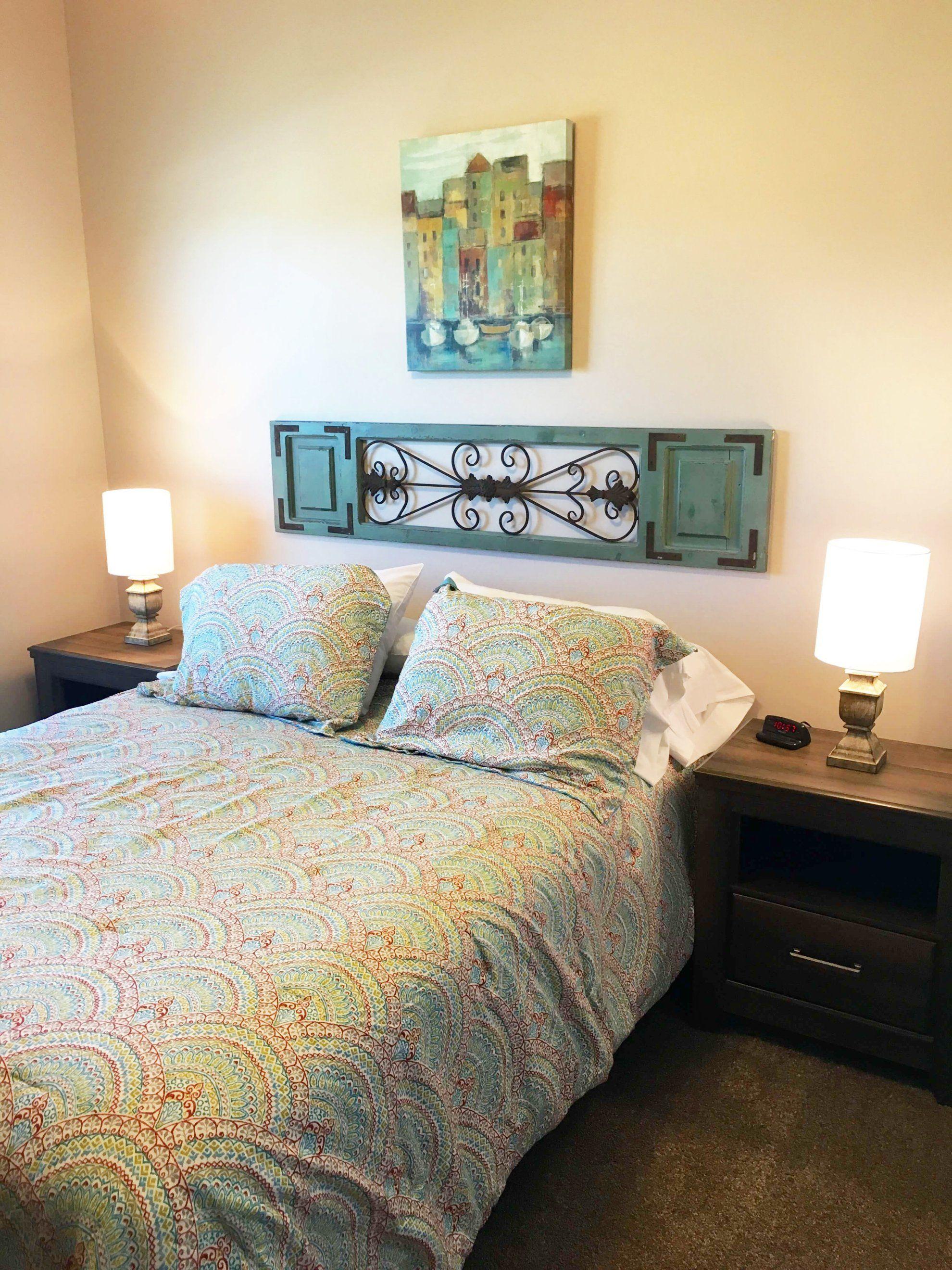 田园风格房间床头背景墙设计效果图