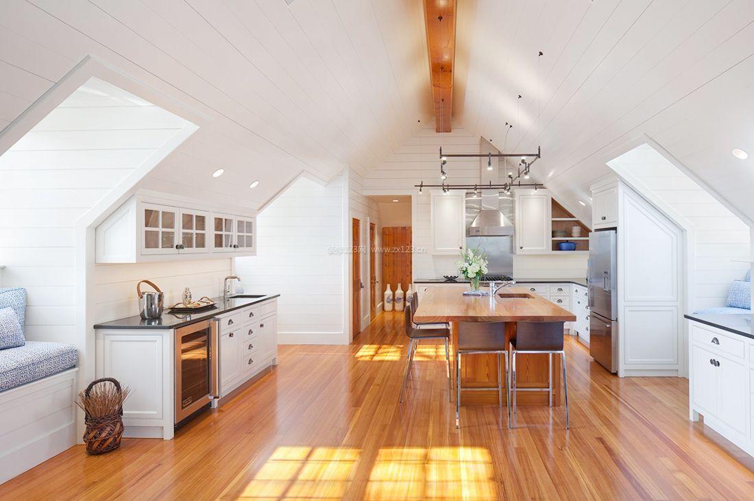 简约美式顶楼和阁楼装修原木地板效果图片
