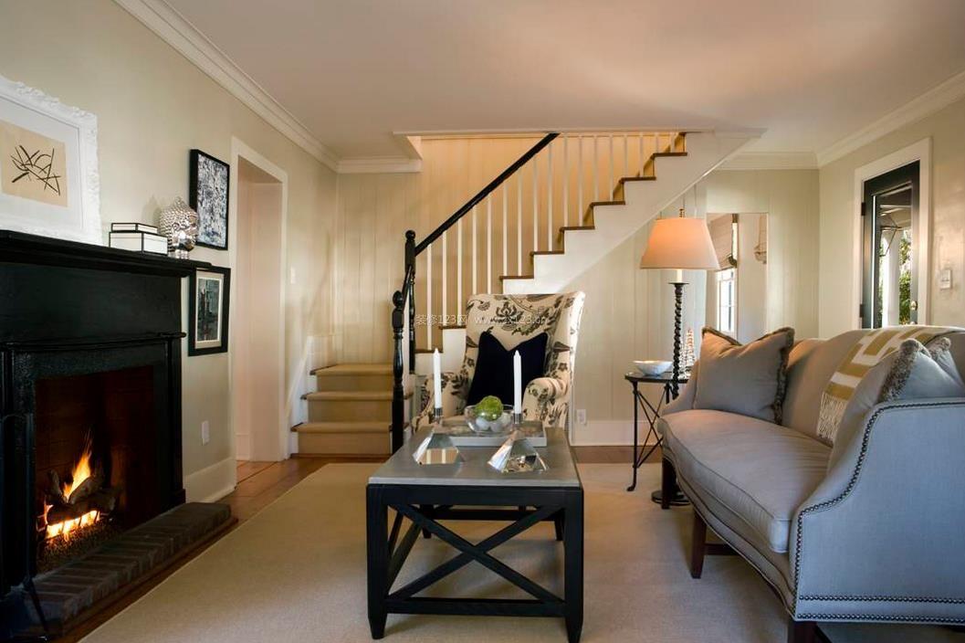 房子客厅楼梯设计装修效果图