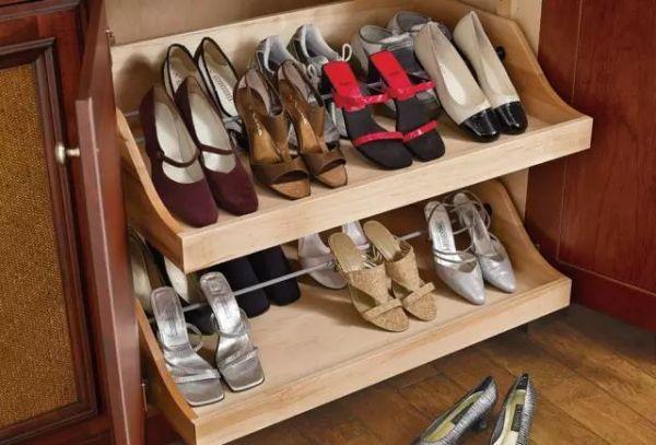 鞋柜内鞋子的置放方式有直插,置平,斜摆等方式,不同方式会使柜内的