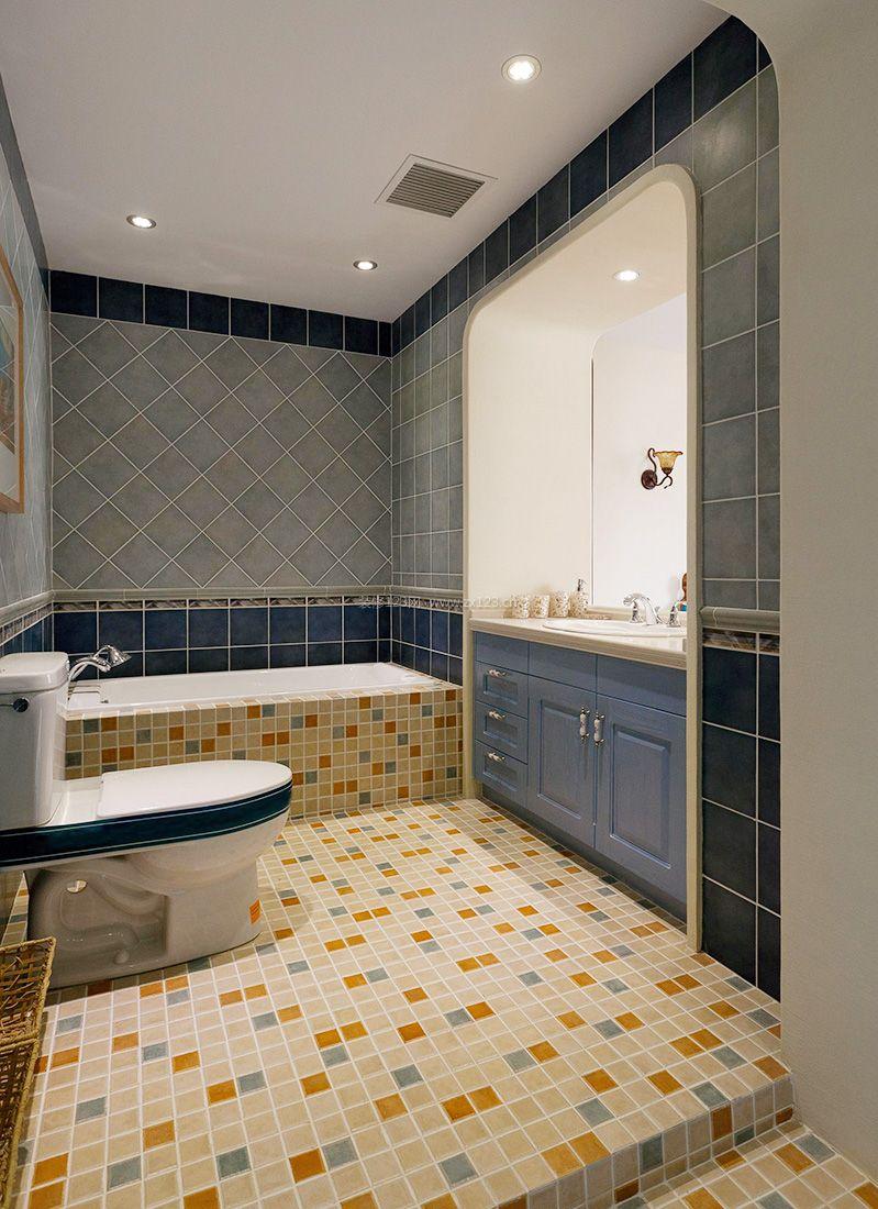 地中海4平米的卫生间马赛克地面装修效果图片