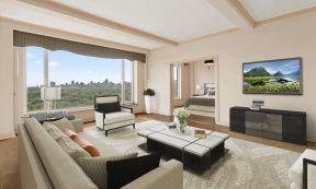 130平米三居室 大客廳布置圖