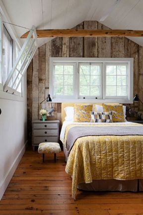 主卧室 浅色木地板