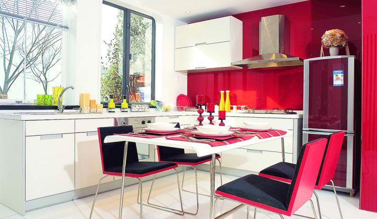 2017现代简约风格厨房餐厅一体装修效果图