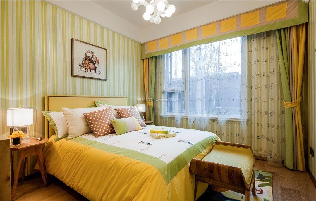 10平米现代卧室竖条壁纸装修效果图片