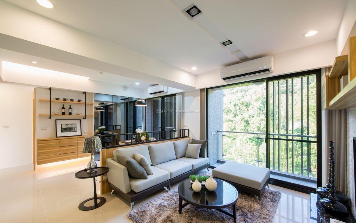 家装效果图 现代 室内现代简约风格客厅地毯装修图片 提供者:   ←