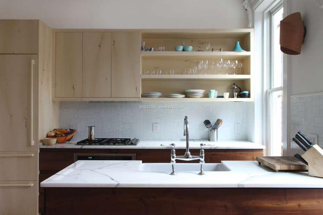 半开放式厨房装修图